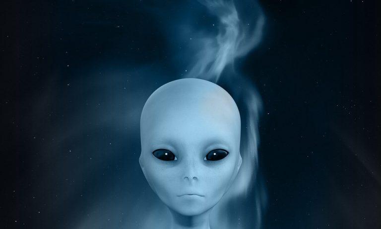 smiling alien